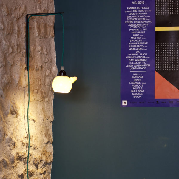 Applique murale CORK ampoule porcelaine cordon tressé coloris sur mesure équerre acier Atelier Ceramics d. Delphine Millet Poitiers