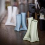 Vases collection KOMA biscuit porcelaine blanche ou teintée dans la masse duoflore chambre à air Delphine Millet Atelier Ceramics d. Poitiers France